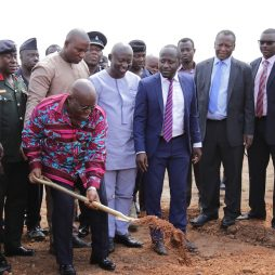 Akuffo Addo turns soil at Appolonia City